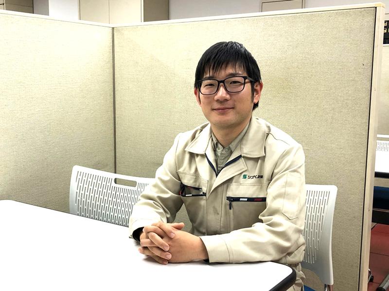 2012年入社(新卒) 部署:技術部 / 池本